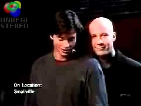 Michael Rosenbaum touches Tom Welling's behind  2001