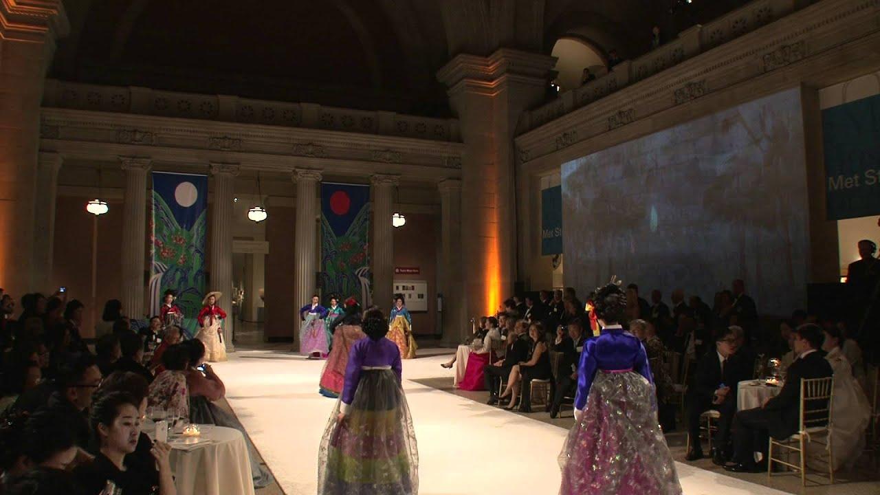 Korean fashion show metropolitan museum of art new york for Museum of fashion nyc