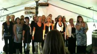 Zanggroep Hoge Noot zingt Somebody to love