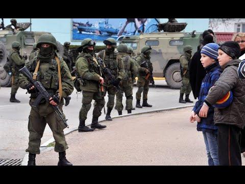 В эти минуты!Путин в злости–их снесли.Крым вернется – украинский флаг. Оружие на границе–не пройдут