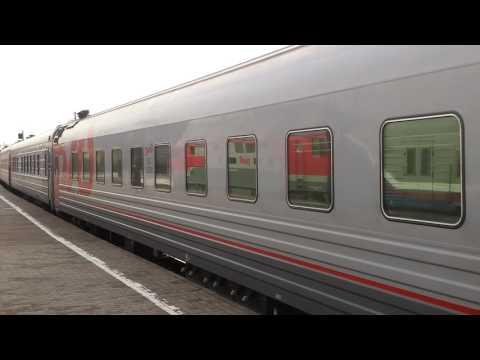 Поезд фирменный янтарь прибывает в Калининград.