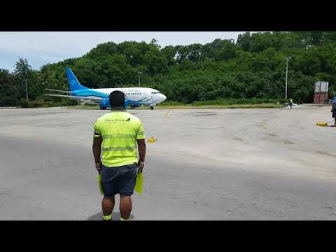 Marshalling Nauru Airlines 737-300