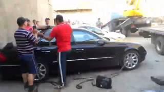 Эвакуатор завалился на Mercedes в Ангарске(, 2015-06-17T12:25:48.000Z)