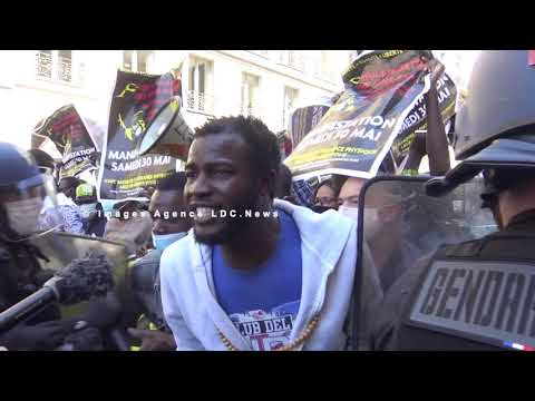 Manifestation non-autorisée en soutien aux migrants sans-papiers. Paris/France - 30 Mai 2020