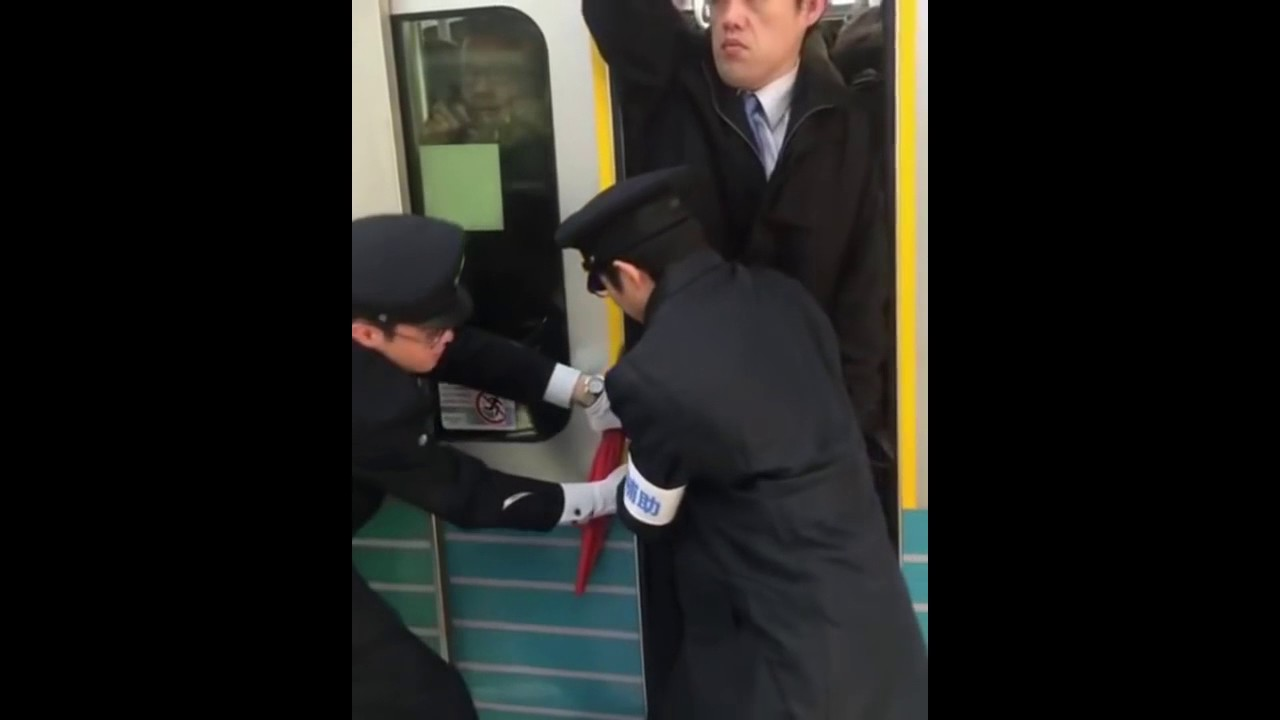 Ютуб видео приставание в японском метро