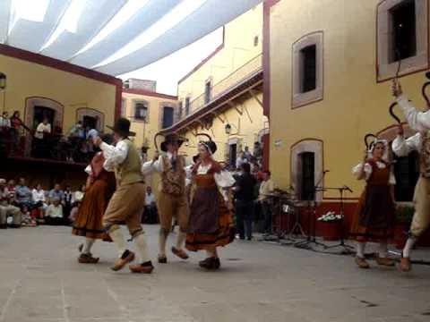 Francia 1 5 xiv festival zacatecas del folclor for Tipico de francia