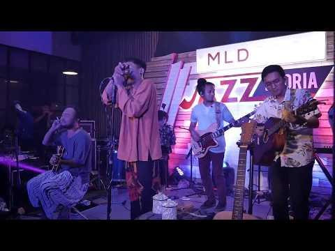 Fourtwnty - Diam Diam Kubawa Satu Live Lawang Cafe Karawang