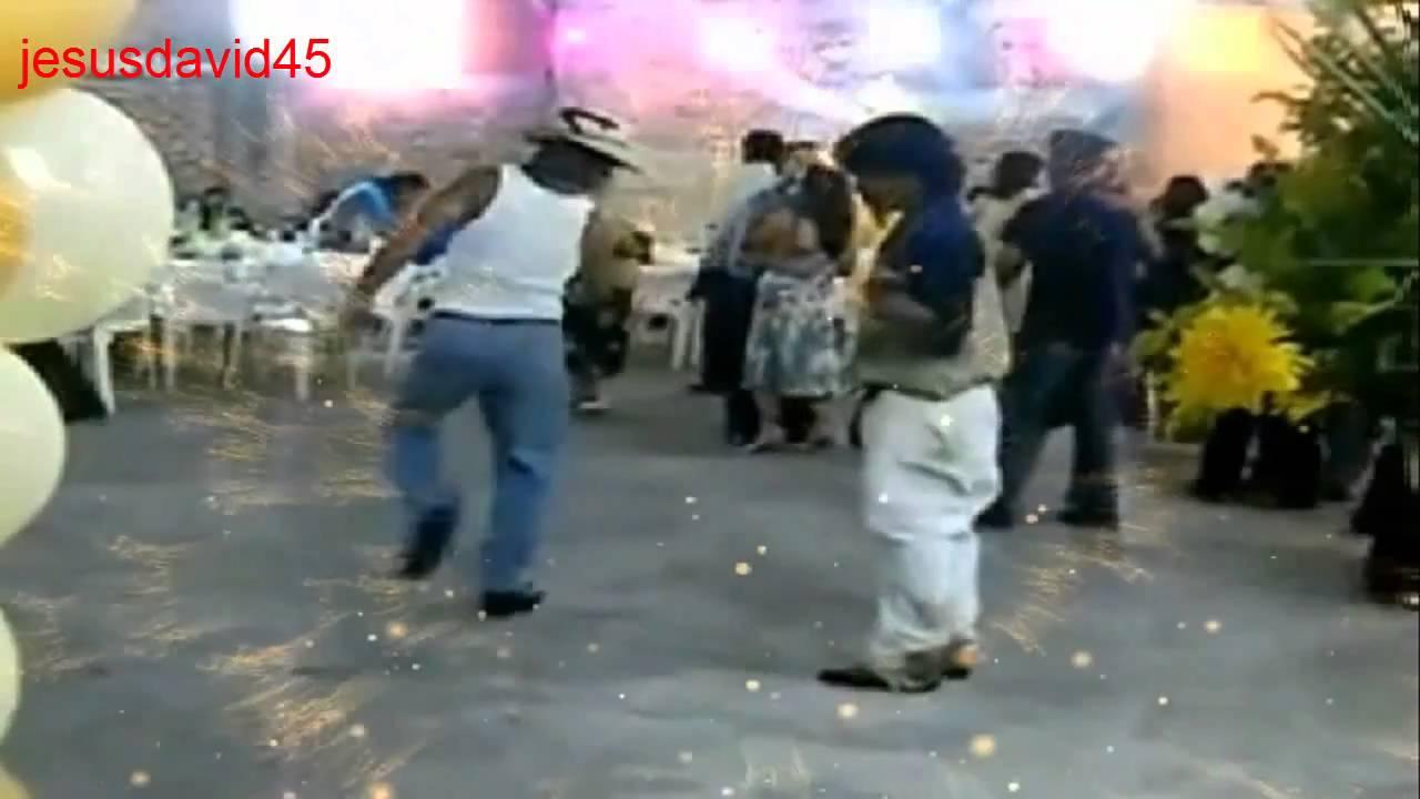 Albañiles Gay albañil gay bailando el toca toca y borrachos chistosos