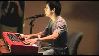 "David Archuleta sings ""Crush"" Live in Studio B"