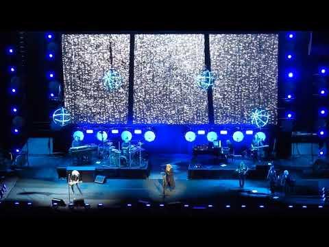 Stevie Nicks - 'Outside the Rain' + 'Dreams' live - ICC Sydney Theatre 08-11-17