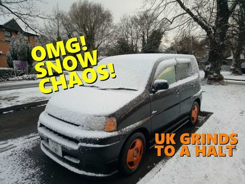 Heavy Snowfall Disrupts Travel in UK 1