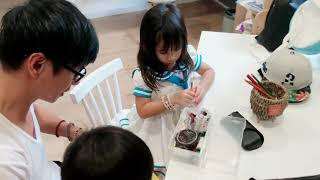 Thêu thùa à? Chuyện nhỏ với ông bố của năm | Gia Đình Lý Hải Minh Hà