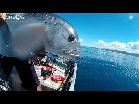 Fishing for Giant Trevally on popper in New Caledonia / Pêche d'une GT en Nouvelle Calédonie