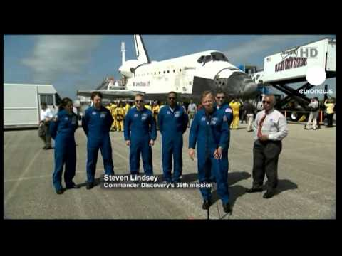 Discovery glides into history