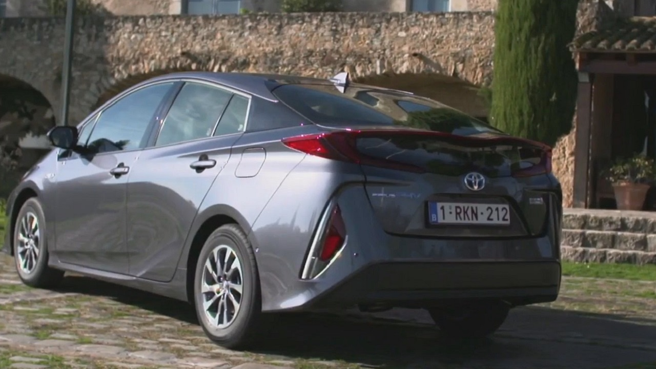 2017 Toyota Prius Phv Plug In Hybrid Interior And Exterior Design