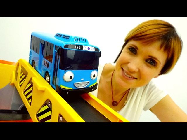 Учим английский с машинками 🚌 Тайо и Машей #КапукиКануки. Английский магазин + мультик с машинками