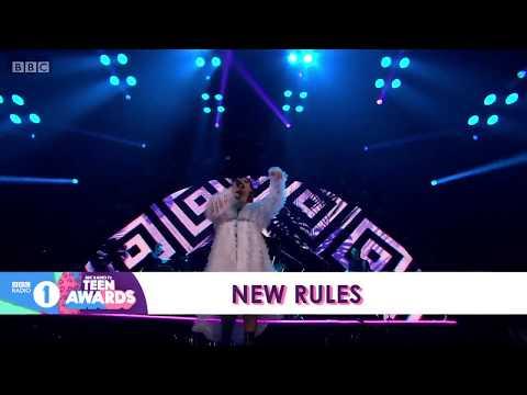 """Dua Lipa Performs """"New Rules"""" at BBC RADIO 1 TEEN AWARDS"""