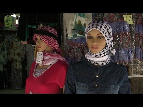 From Hebron, Palestinian scarf resists… Chinese competition