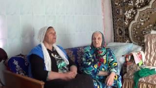 'Над рекою село' исполняют Любовь Быковская и Евдокия Терехова.