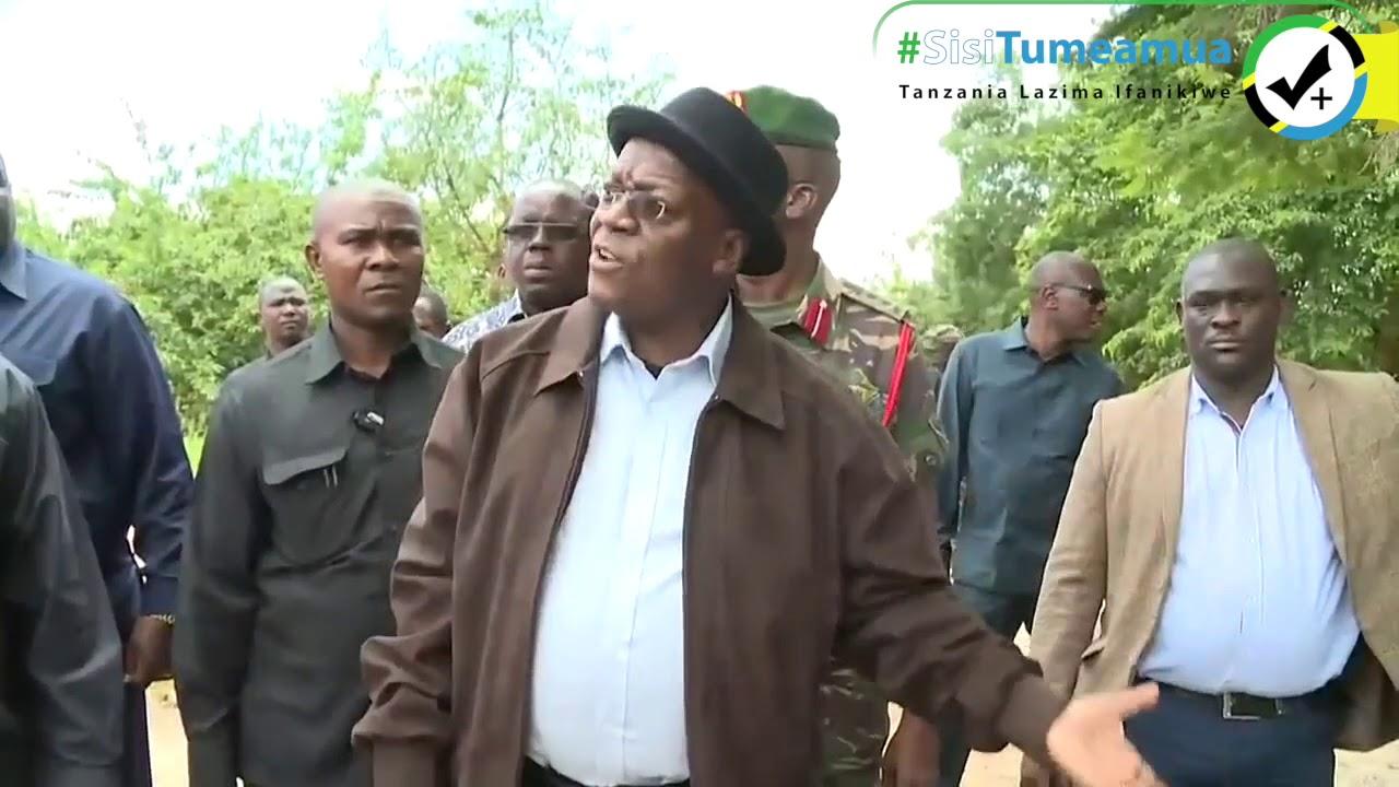 Download Rais Dk. Magufuli amefanya ziara ya kushitukiza katika eneo lilipobomoka daraja mkoani Morogoro.