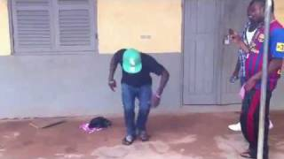 Azonto dance by Synakfada Snr with Gasmilla(aboodatoi) 2012 - YouTube.mp4