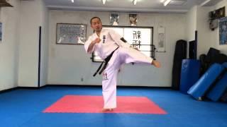 山田一仁のビギナーのための組手講座です。今回は突き技を活かして蹴り...