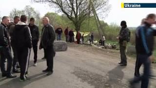 Ukraine Prays For Peace: Ukrainian PM attends Easter mass as Donetsk residents rally for Ukraine