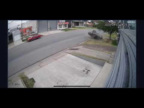 #Paraná: #choque y #vuelco en calle Alte. Brown
