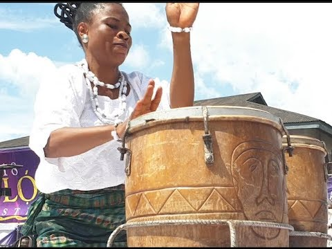 This woman blows Ooni of Ife &people away with her drums performance at Okemogun day olojo 2018