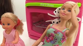Штеффи и Барби завтракают. Что с ногой Барби? Игры с Барби