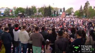 Алматинцы спели любимые песни Батырхана Шукенова