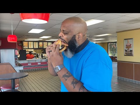 Hardee's NEW Spicy Western Bacon Cheeseburger | SMASH or PASS?