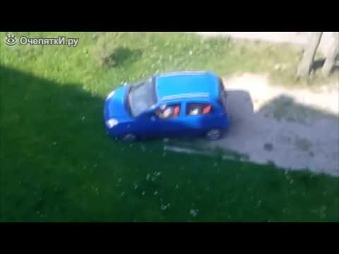 01  Авто Видео приколы   Бабушка не справилась с управлением