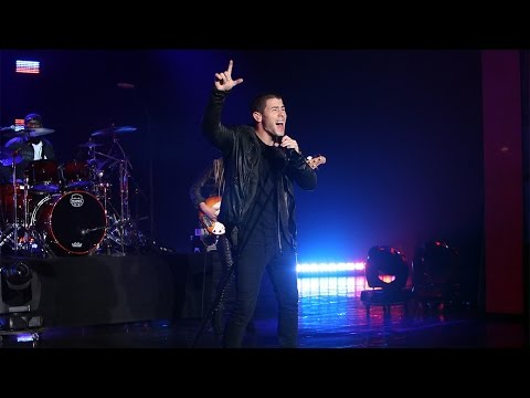 Nick Jonas Performs 'Levels'