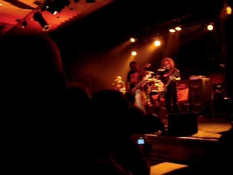 TRUST  2009 Concert Vandoeuvre Les Nancy 54 Vidéo II Promesse osée...