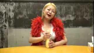 ヨシモトのエロリンモンローことツジカオルコがセクシーに食事をします...