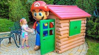 नस्त्या को घर में नए inflatable खिलौने मिले