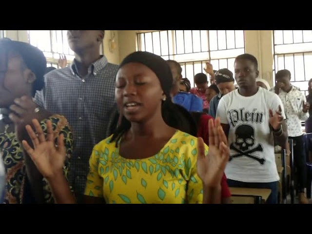 Prof S.I Ofoefule prayed for UNN students for Xmas journey mercy