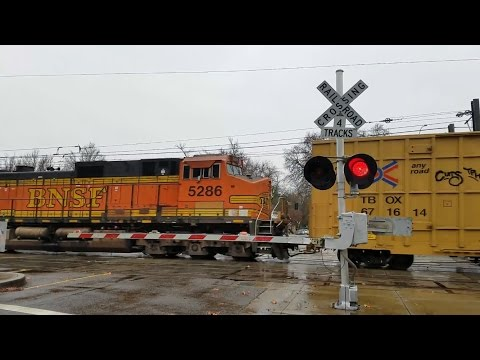 S Street Railroad Crossing, BNSF 6897 Manifest Southbound With GE Test Locomotive, Sacramento CA