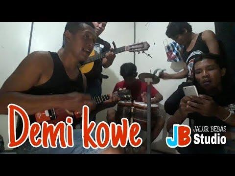 demi-kowe---pendhoza-pendhoza-demi-kowe-cover-tki-malaysia-mantan-pengamen-gitaran-bareng