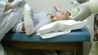 Repeat youtube video Sarah Breaks Her Wrist (Part 1/3)