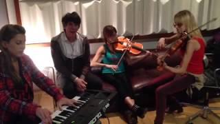 Maxi Trusso - SOS (same old story) Versión acústica improvisada con Las Rositas Tango