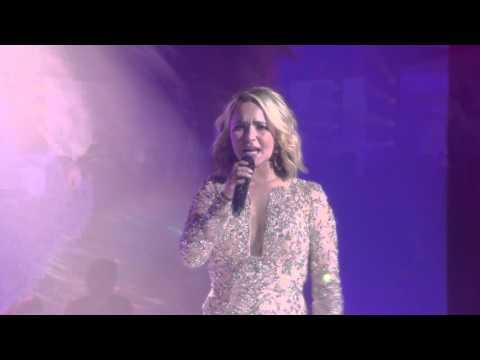Hayden Panettiere (Juliette Barnes) Sings