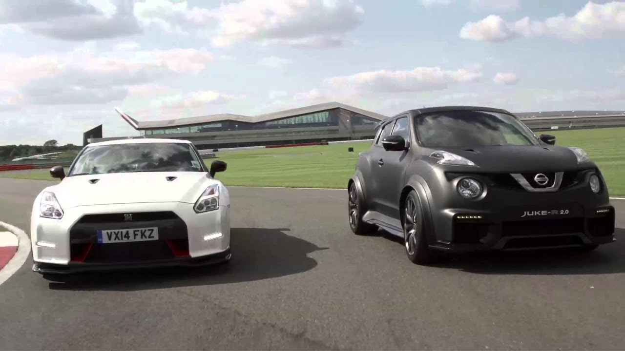 nissan juke r 2 0 vs nissan gt r nismo youtube. Black Bedroom Furniture Sets. Home Design Ideas