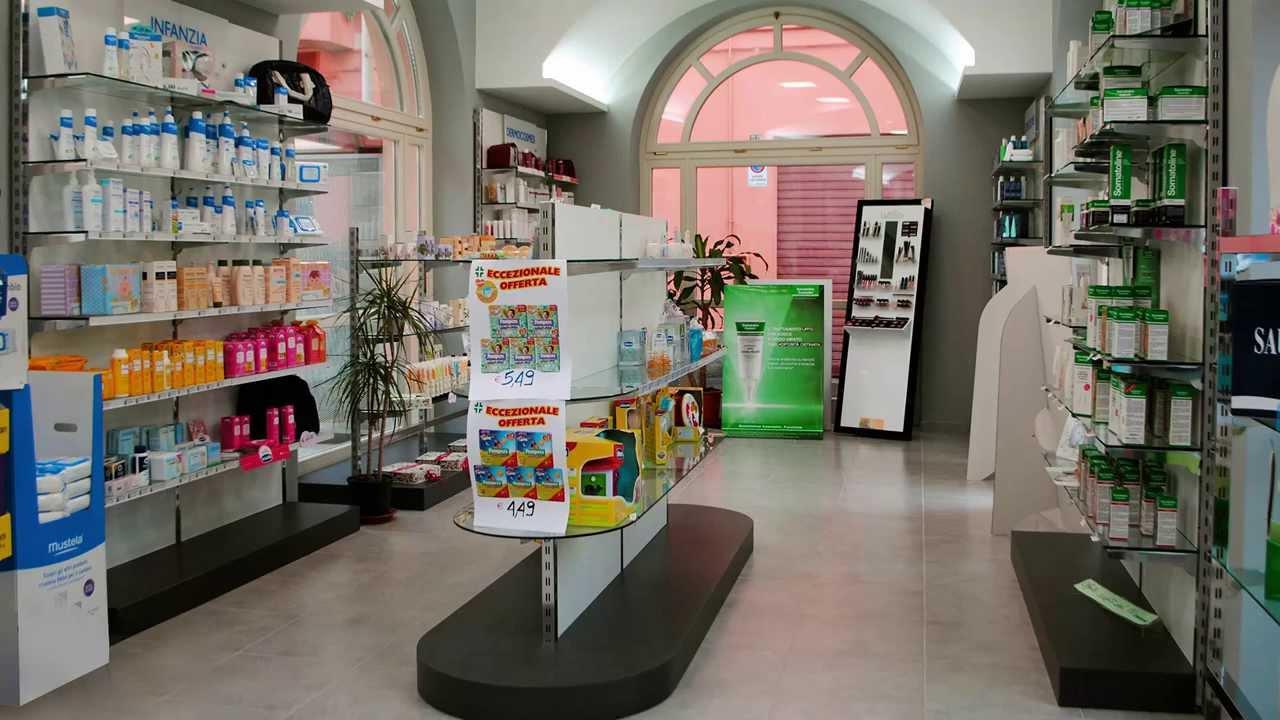 arredamenti e arredi per farmacie parafarmacie negozi