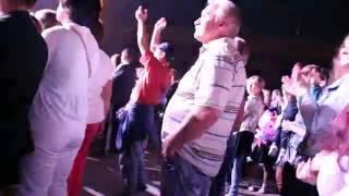 Танцует Лучше Чем итальянский миллионер танцует с красотками на яхте