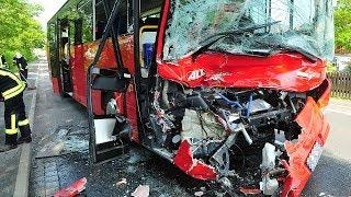 Rhena: Schulbus rammt stehenden Lkw nahezu ungebremst