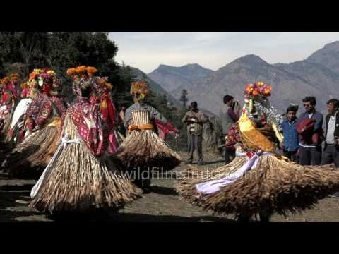 men-dance-in-grass-skirts?-no,-not-hawaii,-but-himachal,-india