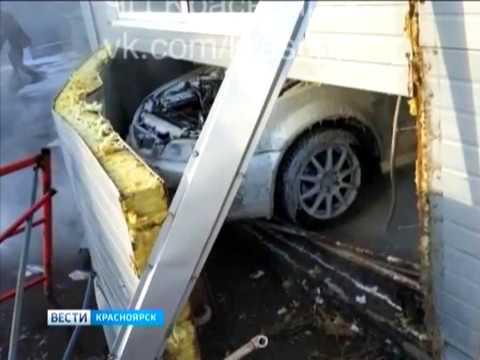 """В одной из красноярских автомоек """"Хонда"""" протаранила стену"""