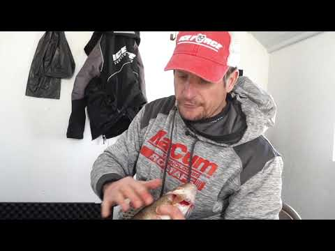 MidWest Outdoors TV Show # 1662 - Walleye Ice Action from Arnesens Rocky Point
